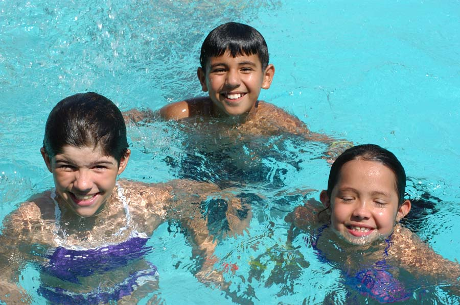 Tips for teaching children how to swim jc soon pools for Kids swimming pool